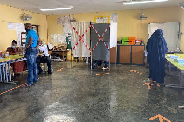 Bureau de vote à Combani