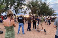 A Saint-Pierre, entre 150 à 200 personnes se sont rassemblées pour manifester contre le couvre-feu à 18h sur le site du boulodrome, du côté de la Ravine Blanche