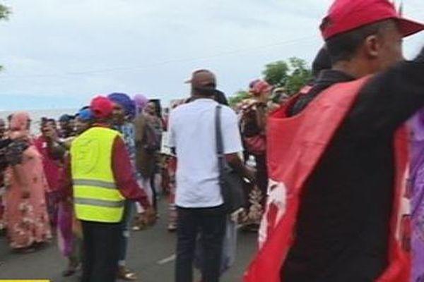 Les manifestants dans les rues de Mamoudzou ce lundi
