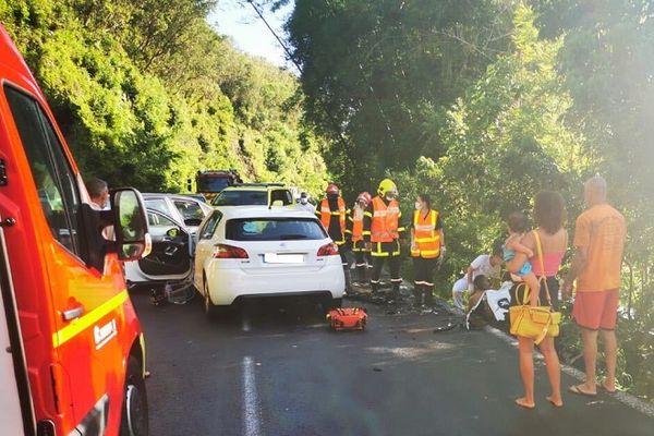 Quatre voitures impliquées dans un accident à Sainte-Rose.