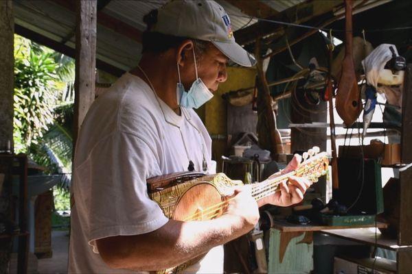 Isidore ukulele ua pou