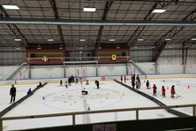 Des dizaines d'hockeyeurs en herbe ont chaussé leurs patins pour s'amuser