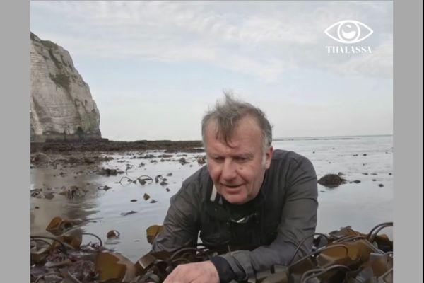 Christophe Leboucher, malvoyant et pêcheur à la tâte à Étretat