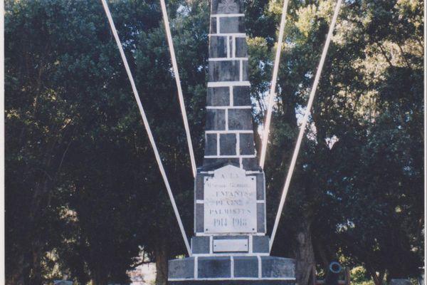 Le monument aux morts de la Plaine des Palmistes