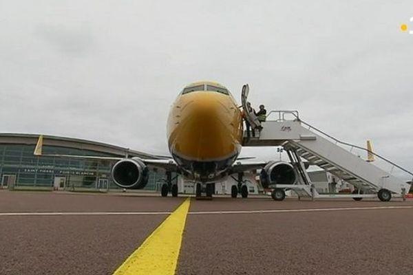 Boeing d'ASL Airlines sur le tarmac de l'aéroport pointe blanche