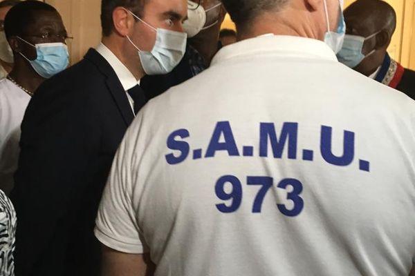 Sébastien Lecornu à l'hôpital de Cayenne le 25 septembre