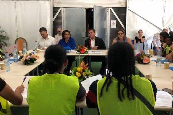 Didier Robert reçoit les Gilets Jaunes à l'hôtel de Région