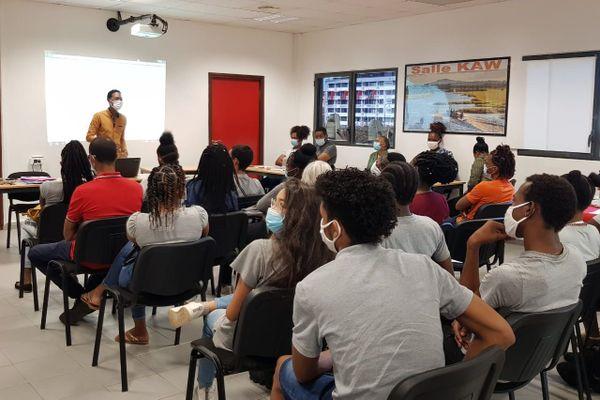 Atelier handicap au lycée Max Joséphine