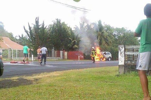voiture en feu Mataiea