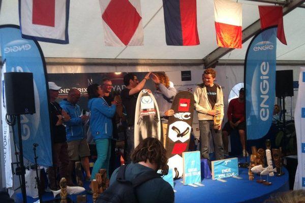 """Titouan Galéa sur la 3e place du podium de la 1ere étape du circuit """"Engie Kite Tour"""""""