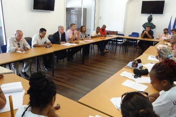 la table des négociations en Préfecture