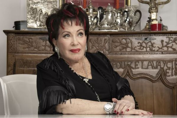 """La chanteuse populaire Rika Zaraï, connue notamment pour son tube """"Sans chemise, sans pantalon"""", est morte à 82 ans"""