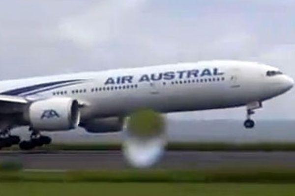 Avion Air Austral à Roland-Garros