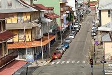 Intersection de l'avenue de Gaulle et Arago à Cayenne en couvre-feu