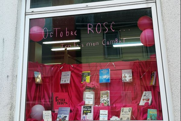 Plusieurs commerçants se sont mis au couleur d'octobre rose