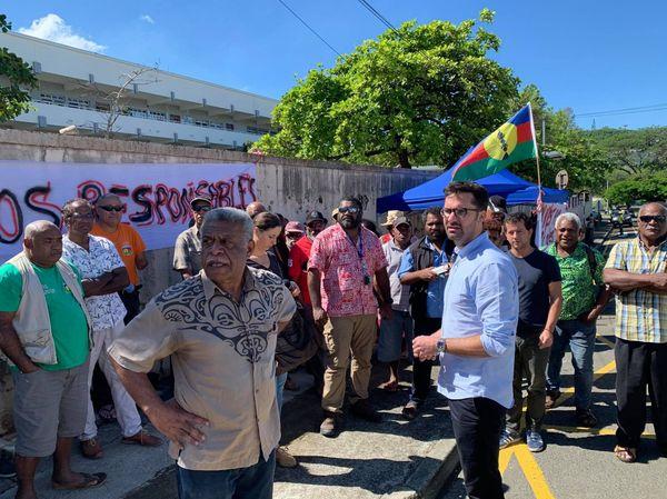 Les membres de l'Ican postés devant la caserne Meunier, dossier usine du Sud, 6 mai 2021, maître Calmet, Louis Mapou