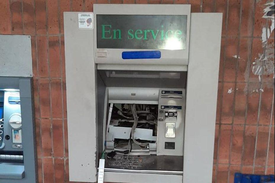 Un distributeur de billets vandalisé dans un bureau de poste de Cayenne - Guyane la 1ère