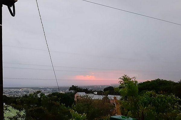 Ciel gris sur Saint-Denis 15 juin 2021
