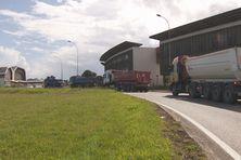 Les transporteurs en convoi protestent contre la décision de suspension des travaux de la centrale du Larivot le 3 juillet