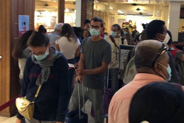 touristes aéroport de Faa'a