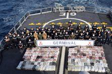 Prise record de 4,2 tonnes de cocaïne par la frégate de surveillance Germinal.