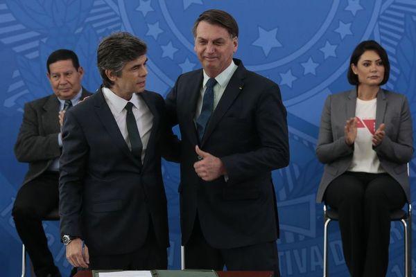 Jair Bolsonaro et le nouveau ministre de la santé Nelson Teich