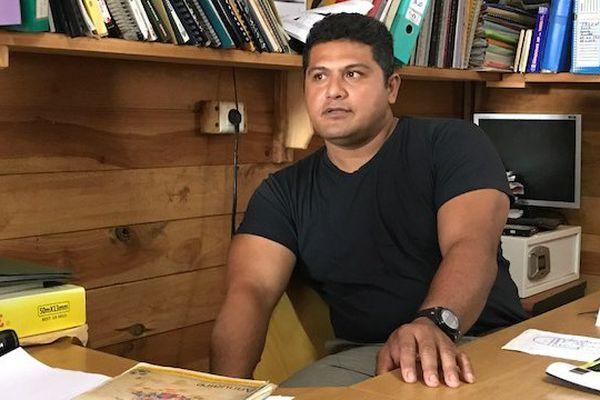 Le propriétaire de la scierie, Taifisi Folitu'u