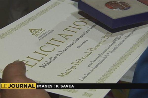 122 bacheliers ont été décorés à l'Assemblée pour leurs bons résultats à l'examen
