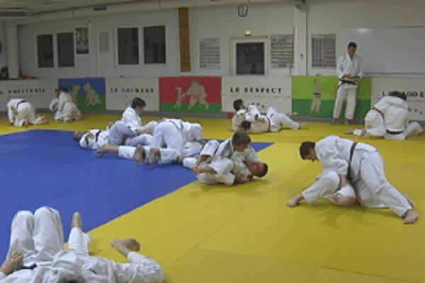 Les judokas d'hier et d'aujourd'hui réunis en hommage au fondateur de la discipline