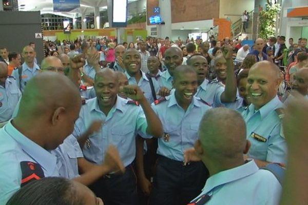 Départ des sapeurs pompiers de la Réunion et de Mayotte pour le défilé du 14 juillet