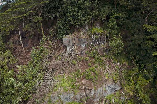 Tautira : l'archéologie au secours de la montagne ?