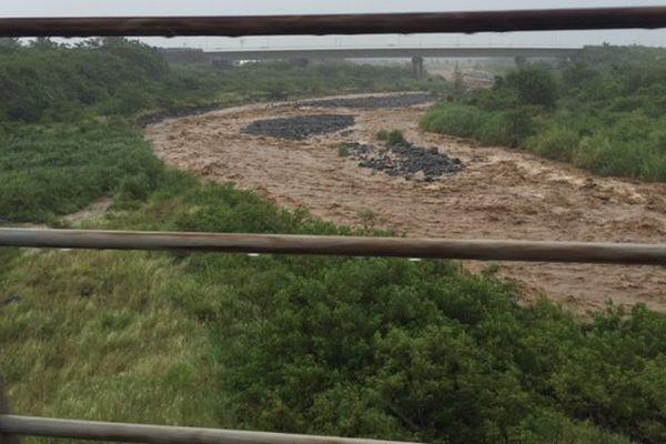 Rivière des pluies en crue