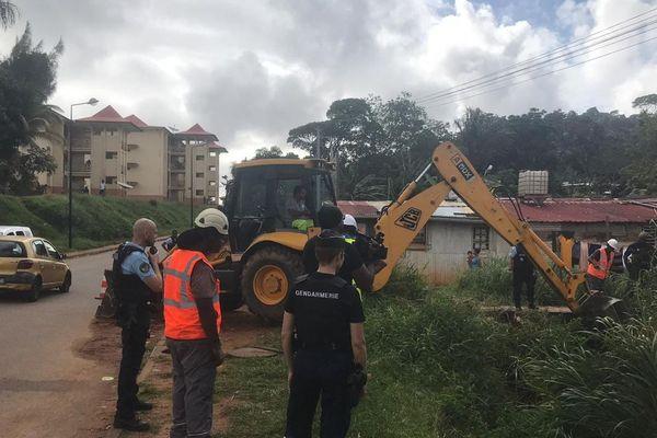 Opération suppression câbles illégaux au squat Bambou