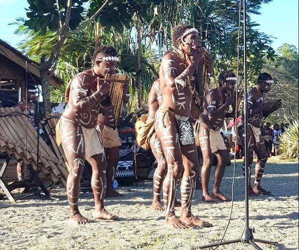 Joueurs de flute de Pan des îles Salomon, juillet 2018.