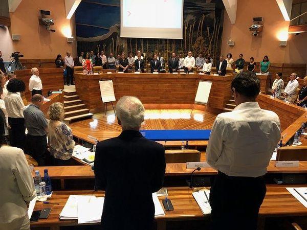 Une minute de silence a été observée lors de l'assemblée plénière de la Région après la mort du sénateur Albert Ramassamy.