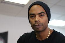 A 39 ans, le Martiniquais Gilles Boldron fait partie des quelques spécialistes du cheveu afro à Paris.