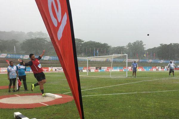 Selevasio Valao gagne avec un lancer de poids à 14m71