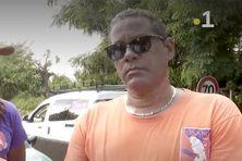 Le syndicaliste Manuel Galap, mobilisé sur le terrain en opération escargot sur les routes pour soutenir les agents du centre aquatique du Lamentin (2021).