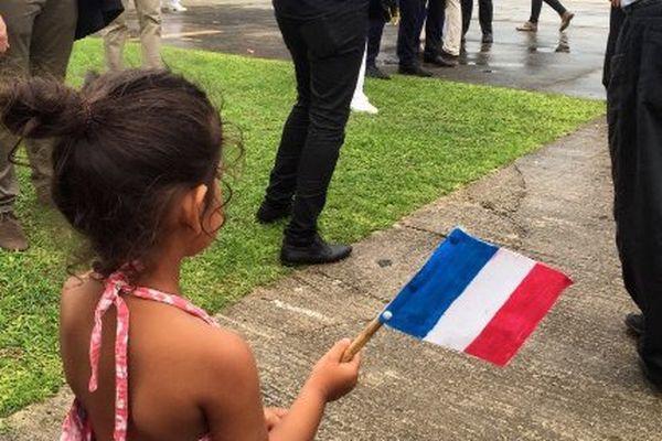 Reprise drapeau bleu blanc rouge Wallis et Futuna