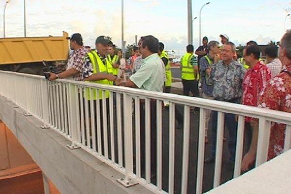 Le gouvernement présent à l'ouverture du rond point de Taina