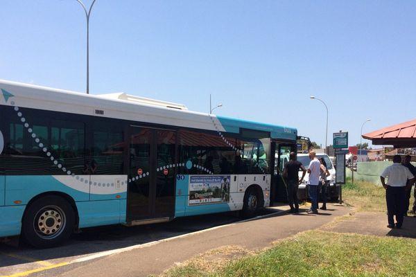 Bus à l'arrêt