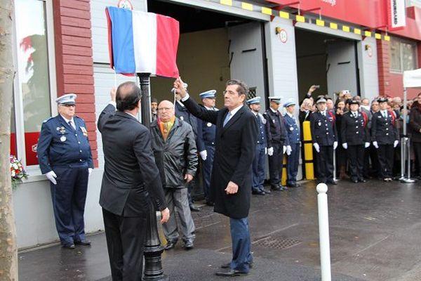 François Hollande et le maire de Montrouge dévoilent la plaque hommage à Clarissa Jean-Philippe