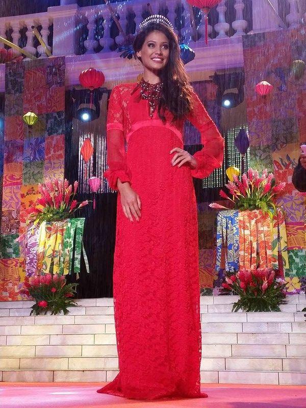 Hinarere va découvrir qu'elle ira à Miss Monde