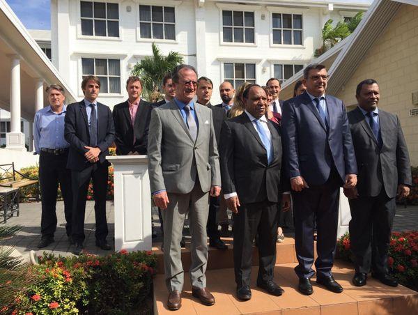 La délégation calédonienne avec le ministre papou des Affaires étrangères et du commerce extérieur, Port-Moresby, juillet 2018