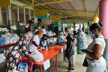 Distribution de 300 colis alimentaires ce matin à l'école Centrale de Saint-Denis