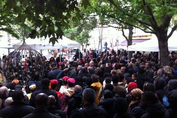 La foule était nombreuse lors de l'inauguration du monument. Environ 1.500 personnes