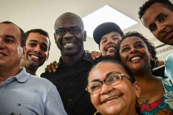 Lilian Thuram vient parler du racisme dans une favela de Rio de Janeiro