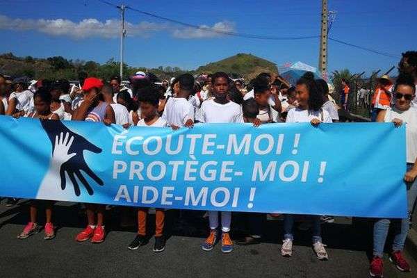 Marche Blanche contre violences intrafamiliales protection enfant la Port 130419