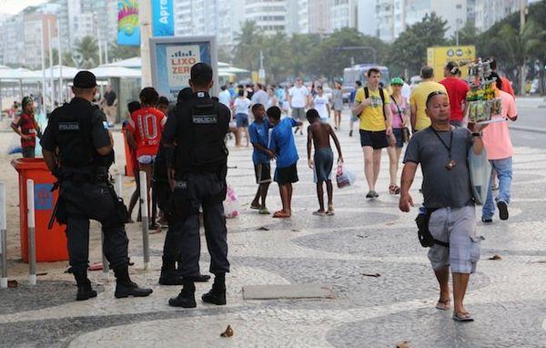 Rue Rio policiers