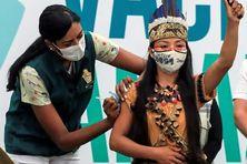 Vanda Witoto, première personne vaccinée de l'Amazonas, à Manaus (Brésil), le 18 janvier 2021. (SECOM-MT/AFP - Arthur CASTRO)